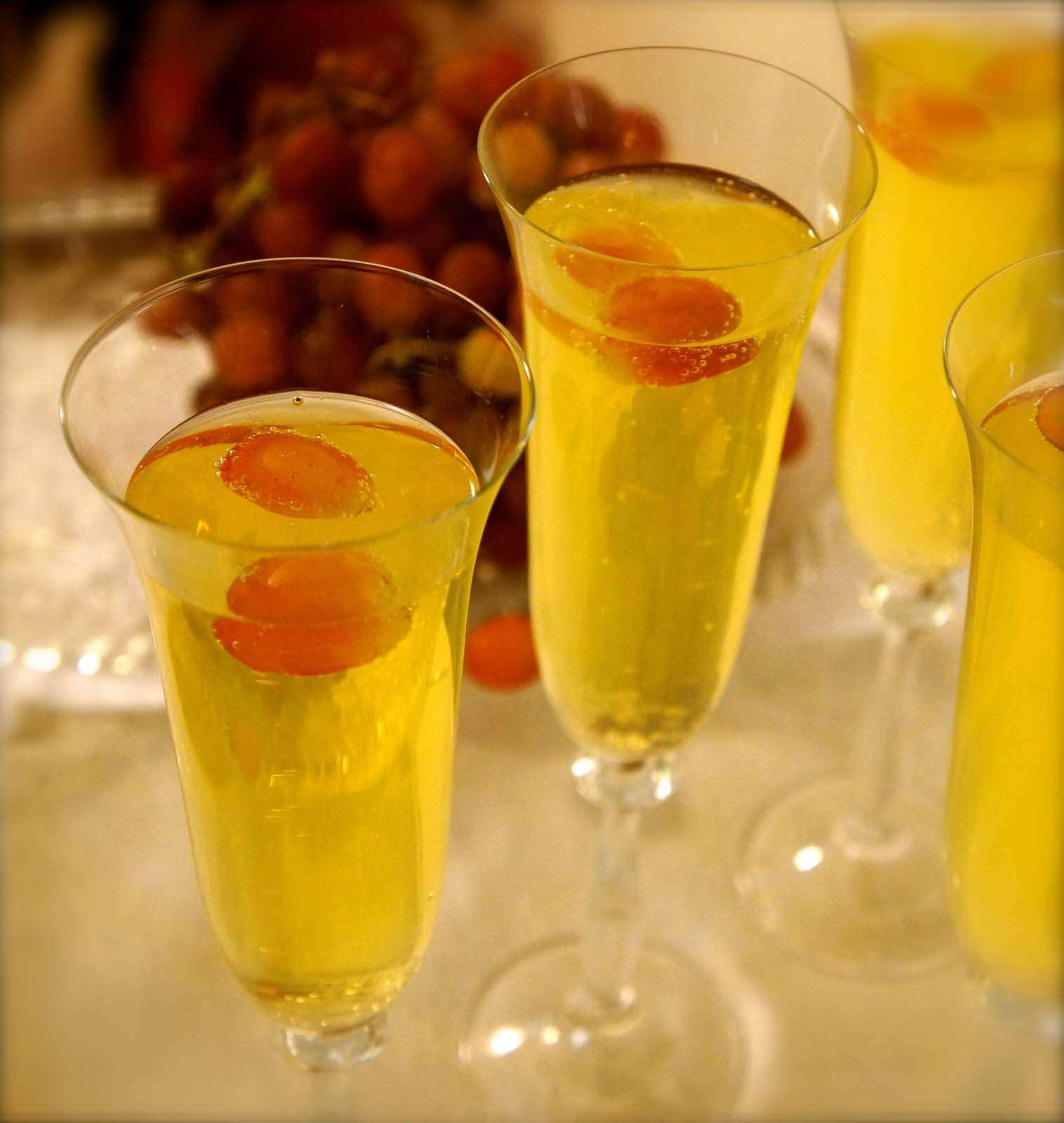 Non-Alcoholic Sparkling White Grape Juice Cocktail