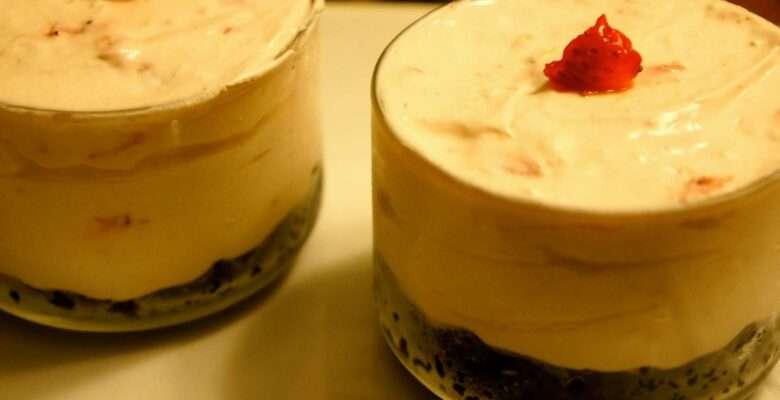 No Bake Strawberry Oreo Cheesecake, quick and delicious.