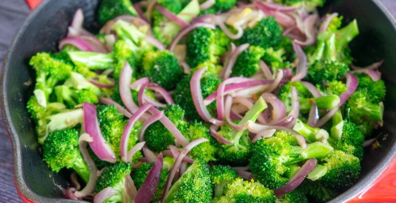 Easy Broccoli with Spicy Anchovies Sauce
