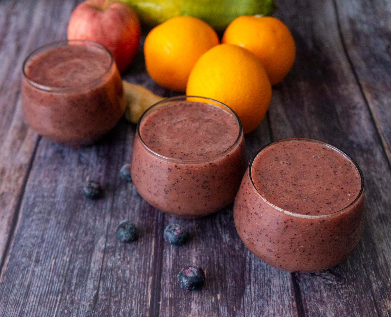 Papaya, Oranges, Blueberries and Apple Smoothie