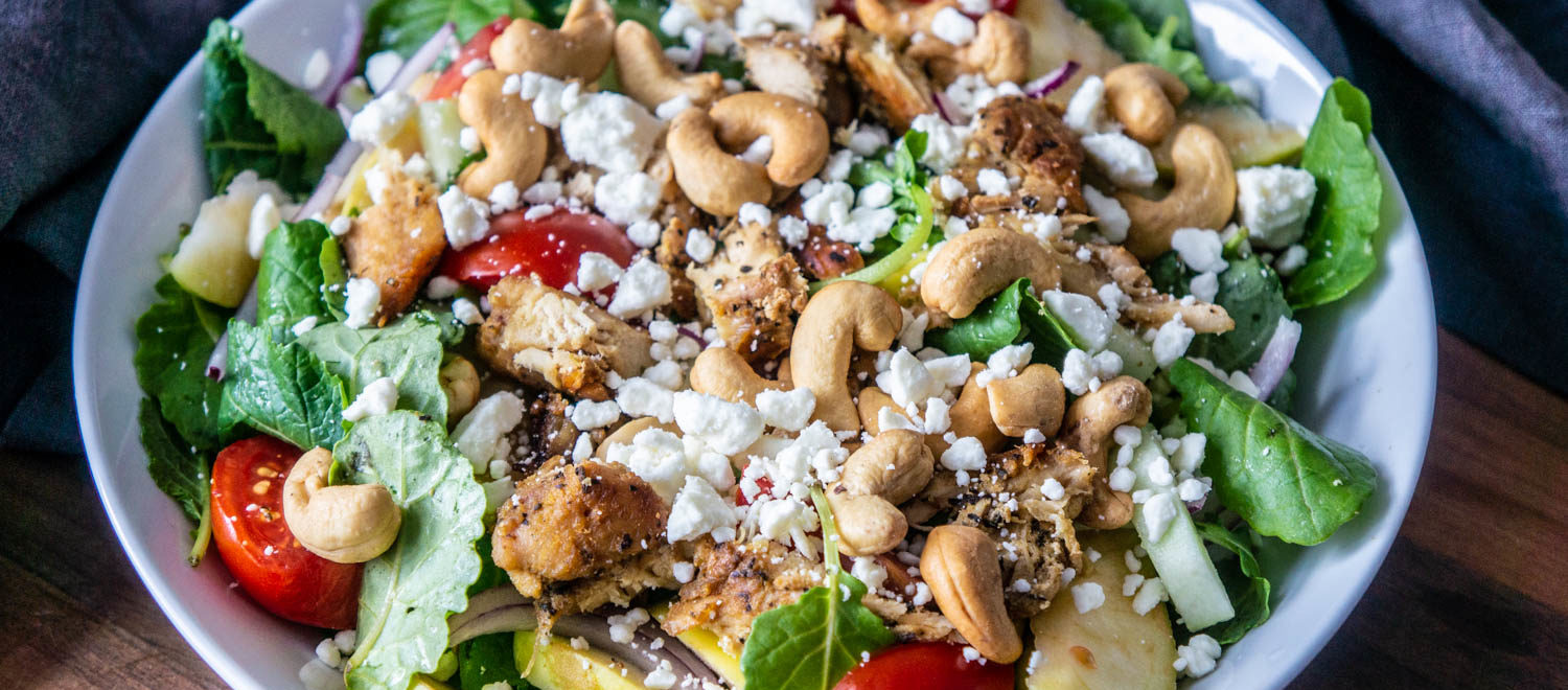 Crispy and fresh leaves, paired with tomatoes, cucumber, cashew nuts, grilled chicken topped with Feta Cheese. The perfect balance of delicious ingredients.