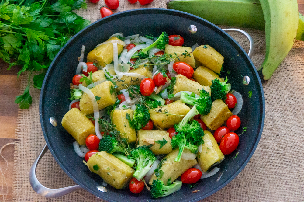 Green Plantains with Tomatoes and Broccoli Florets